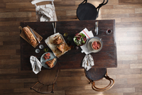 Pork hock, salad and fresh bread on restaurant table, overhead view 11015304334| 写真素材・ストックフォト・画像・イラスト素材|アマナイメージズ