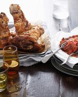 Roast pork hock on restaurant table 11015304342| 写真素材・ストックフォト・画像・イラスト素材|アマナイメージズ