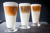 Three glasses of latte macchiato on table 11015304475| 写真素材・ストックフォト・画像・イラスト素材|アマナイメージズ