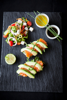 Smoked fish and avocado open sandwiches with salad and dipping sauces on slate, overhead view 11015304483| 写真素材・ストックフォト・画像・イラスト素材|アマナイメージズ
