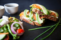 Smoked fish and avocado open sandwiches with salad and dipping sauces on slate 11015304485| 写真素材・ストックフォト・画像・イラスト素材|アマナイメージズ