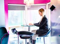 Businesswoman typing on laptop in office 11015304521| 写真素材・ストックフォト・画像・イラスト素材|アマナイメージズ