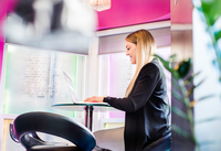 Businesswoman typing on laptop in office 11015304524| 写真素材・ストックフォト・画像・イラスト素材|アマナイメージズ