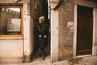 Woman sightseeing, Venice, Italy 11015304806| 写真素材・ストックフォト・画像・イラスト素材|アマナイメージズ
