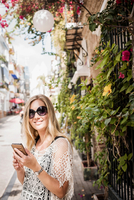 Woman in street looking at camera smiling, Marbella old town, Spain 11015305093| 写真素材・ストックフォト・画像・イラスト素材|アマナイメージズ