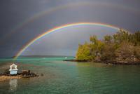 Rainbows over water, Pointe d'Esny, Mauritius 11015305160| 写真素材・ストックフォト・画像・イラスト素材|アマナイメージズ