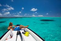 Mature woman relaxing on boat, Ile aux Cerfs, Mauritius 11015305170| 写真素材・ストックフォト・画像・イラスト素材|アマナイメージズ