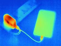 Thermal image of smartphone, charging 11015305279| 写真素材・ストックフォト・画像・イラスト素材|アマナイメージズ