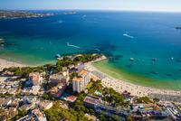 Aerial view of Paguera and coast, Majorca, Spain 11015305582| 写真素材・ストックフォト・画像・イラスト素材|アマナイメージズ