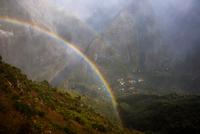 Mountain landscape with mist rainbow, Reunion Island 11015305691| 写真素材・ストックフォト・画像・イラスト素材|アマナイメージズ