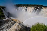 Devils throat, Iguazu falls, Misiones, Argentina 11015305877| 写真素材・ストックフォト・画像・イラスト素材|アマナイメージズ