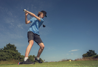 Boy playing golf 11015307183| 写真素材・ストックフォト・画像・イラスト素材|アマナイメージズ
