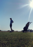Boy playing golf 11015307188| 写真素材・ストックフォト・画像・イラスト素材|アマナイメージズ