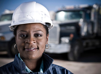Portrait of female worker in hard hat in front of recycling plant trucks 11015308790| 写真素材・ストックフォト・画像・イラスト素材|アマナイメージズ