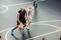 Male basketball players running with ball and defending  on basketball court 11015309395| 写真素材・ストックフォト・画像・イラスト素材|アマナイメージズ
