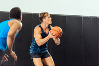 Male basketball player poised with ball in basketball game 11015309404| 写真素材・ストックフォト・画像・イラスト素材|アマナイメージズ