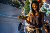 Young woman by Ping River in Chiang Mai during Loy Krathong Lantern Festival, releasing floating lantern down the Ping River, Ch 11015309855| 写真素材・ストックフォト・画像・イラスト素材|アマナイメージズ