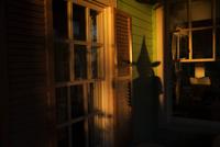Shadow of witch on house, at Halloween, Norfolk, Virginia, USA 11015310049| 写真素材・ストックフォト・画像・イラスト素材|アマナイメージズ