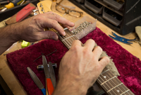 Cropped view of guitar maker's hands manufacturing guitar 11015310194| 写真素材・ストックフォト・画像・イラスト素材|アマナイメージズ