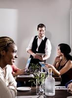 Waiter serving diners in restaurant, waiter using digital tablet 11015312095| 写真素材・ストックフォト・画像・イラスト素材|アマナイメージズ