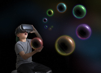 Young boy wearing virtual reality headset, holding planet in hand, digital composite 11015312123| 写真素材・ストックフォト・画像・イラスト素材|アマナイメージズ