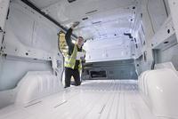 Apprentice vehicle inspector inspecting interior of vehicle in car factory 11015313098| 写真素材・ストックフォト・画像・イラスト素材|アマナイメージズ