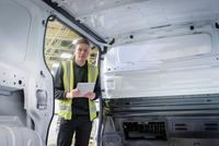 Apprentice vehicle inspector inspecting interior of vehicle in car factory, portrait 11015313099| 写真素材・ストックフォト・画像・イラスト素材|アマナイメージズ