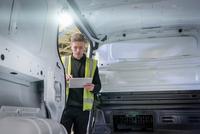 Apprentice vehicle inspector inspecting interior of vehicle in car factory 11015313100| 写真素材・ストックフォト・画像・イラスト素材|アマナイメージズ