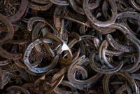 Full frame image of horseshoes 11015314603| 写真素材・ストックフォト・画像・イラスト素材|アマナイメージズ