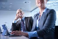 Businesswoman typing during office presentation 11015315351| 写真素材・ストックフォト・画像・イラスト素材|アマナイメージズ