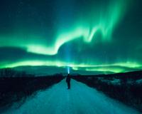 Mature man standing, watching Northern Lights, Thingvellir, Iceland 11015315913| 写真素材・ストックフォト・画像・イラスト素材|アマナイメージズ