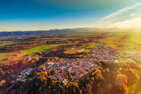 View from hot air balloon of Bene Vagienna, Langhe, Piedmont, Italy 11015316418| 写真素材・ストックフォト・画像・イラスト素材|アマナイメージズ