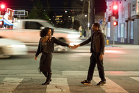 Couple holding hands on pedestrian crossing, Los Angeles, California, USA 11015317610| 写真素材・ストックフォト・画像・イラスト素材|アマナイメージズ