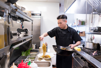 Chef in kitchen preparing food 11015317651| 写真素材・ストックフォト・画像・イラスト素材|アマナイメージズ