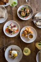 Setting and food for group brunch 11015318061| 写真素材・ストックフォト・画像・イラスト素材|アマナイメージズ