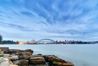 Opera House and Sydney Harbour Bridge in background, Sydney, Australia 11015319222| 写真素材・ストックフォト・画像・イラスト素材|アマナイメージズ