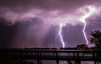 Double bolt of lightning strikes next to a rain shaft over Merritt Island, viewed from the State Road 520 Causeway bridge over I 11015319449| 写真素材・ストックフォト・画像・イラスト素材|アマナイメージズ