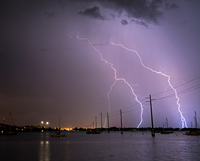 Lightning strikes over boats and power lines at the Indian River Lagoon off Cocoa, Florida 11015319452| 写真素材・ストックフォト・画像・イラスト素材|アマナイメージズ