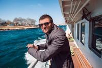 Portrait of male tourist on passenger ferry deck, Beyazit, Turkey 11015320295| 写真素材・ストックフォト・画像・イラスト素材|アマナイメージズ