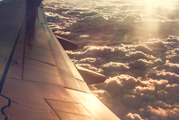 View of clouds, taken from aeroplane window 11015320605  写真素材・ストックフォト・画像・イラスト素材 アマナイメージズ