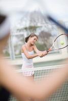 Serious girl playing tennis 11015321523| 写真素材・ストックフォト・画像・イラスト素材|アマナイメージズ