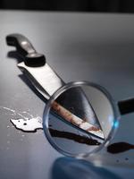 Magnifying glass on bloody knife 11015322869| 写真素材・ストックフォト・画像・イラスト素材|アマナイメージズ