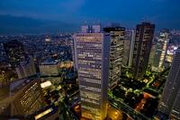Aerial view of city skyline at night 11015323295| 写真素材・ストックフォト・画像・イラスト素材|アマナイメージズ