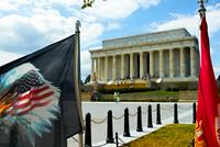 Eagle flag and Lincoln Memorial, Washington DC, USA 11015324054  写真素材・ストックフォト・画像・イラスト素材 アマナイメージズ