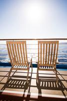 Two deckchairs on cruise ship at sea, Falmouth, Jamaica 11015324651  写真素材・ストックフォト・画像・イラスト素材 アマナイメージズ