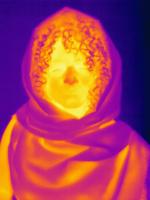 Thermal image muslim woman wearing hijab 11015325252| 写真素材・ストックフォト・画像・イラスト素材|アマナイメージズ