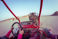Personal perspective view of two people driving beach buggy in desert, Hurghada, Al Bahr al Ahmar, Egypt 11015325344| 写真素材・ストックフォト・画像・イラスト素材|アマナイメージズ