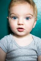 Close up portrait of cute blue eyed baby boy 11015325621| 写真素材・ストックフォト・画像・イラスト素材|アマナイメージズ