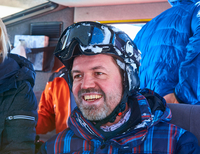 Happy mature male skier in snow coach, Aspen, Colorado, USA 11015326231  写真素材・ストックフォト・画像・イラスト素材 アマナイメージズ