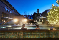 Mature couple relaxing in outdoor hotel hot tub at dusk, Aspen, Colorado, USA 11015326246| 写真素材・ストックフォト・画像・イラスト素材|アマナイメージズ
